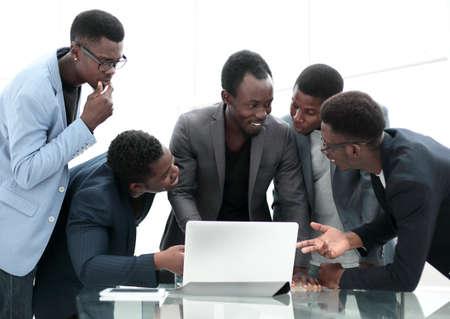 Photo pour serious business team looking at laptop screen - image libre de droit