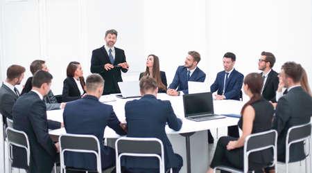 Photo pour businessman speaking on a proposal in the negotiations. - image libre de droit