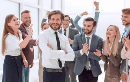 Photo pour confident young businessman standing in front of a happy busines - image libre de droit