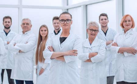 Photo pour young researcher standing ahead of her senior colleagues. - image libre de droit