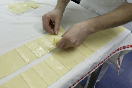 Cook pasta for placing the preparation of cannelloni