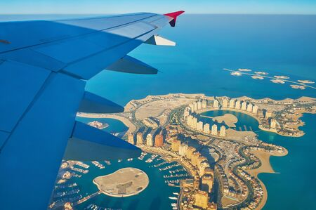 Photo pour Aerial view on the fantastic landscape and modern architecture of man-made Pearl-Qatar Island and Isola Dana islets' chain, situated at the coast of Doha in Persian Gulf, Qatar - image libre de droit
