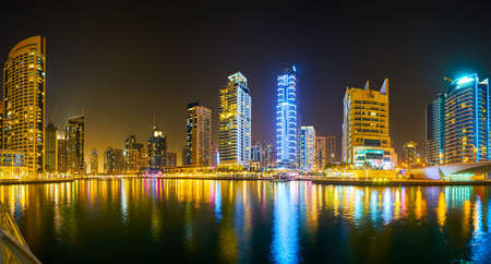 Photo pour DUBAI, UAE - MARCH 2, 2020: Panoramic evening skyline of the fashionable district of Dubai Marina, famous for luxury residential high rises, restaurants, hotels and malls, on March 2 in Dubai - image libre de droit