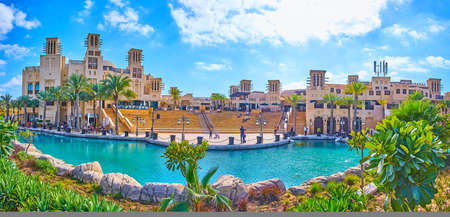 Photo pour The Souk Madinat Jumeirah market created in traditional Arabic style with adobe buildings, barjeel windcatchers, canals, small gardens and cafes, Dubai, UAE - image libre de droit