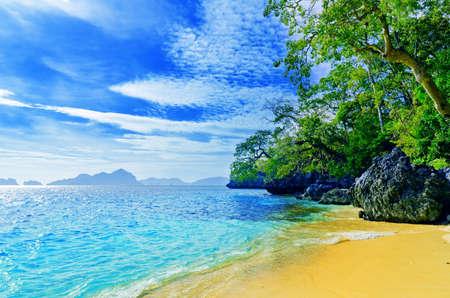 Photo pour Paradise beach. Sea and sky. - image libre de droit