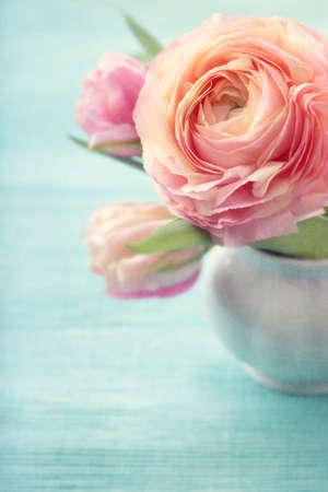 Pink Flowers In A Vase Lizenzfreie Bilder Und Fotos