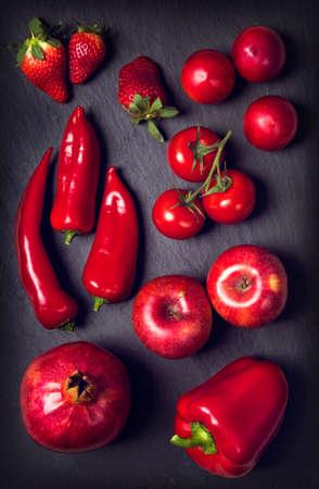Foto de Red healphy vegetables and fruits on a black slates - Imagen libre de derechos