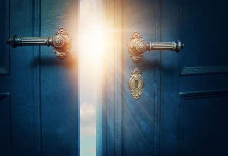 Photo pour Open blue door and sunshine - image libre de droit