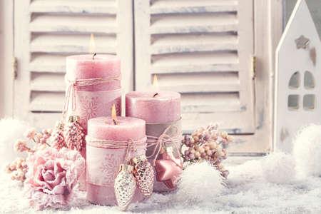 Photo pour Pink christmas candles for christmas - image libre de droit