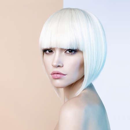 Photo pour Art fashion studio portrait of beautiful blonde with short haircut - image libre de droit