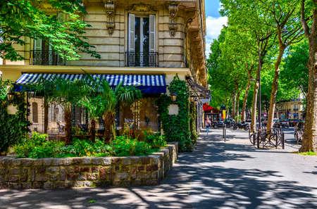 Foto de Boulevard Saint-Germain in Paris, France. Boulevard Saint-Germain is a major street in Paris. - Imagen libre de derechos