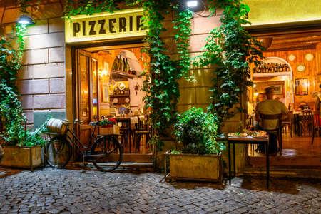 Foto de Old cozy street at night in Trastevere, Rome, Italy. - Imagen libre de derechos