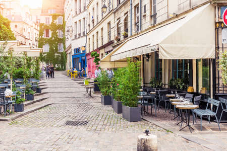 Foto de Typical view of the Parisian street with tables of brasserie (cafe) in Paris, France - Imagen libre de derechos