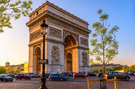 Photo pour Paris Arc de Triomphe (Triumphal Arch), place Charles de Gaulle in Chaps Elysees at sunset, Paris, France. - image libre de droit