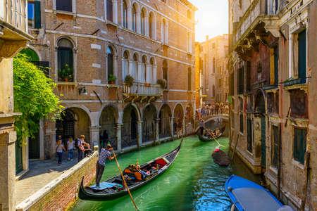 Photo pour Narrow canal with gondola and bridge in Venice, Italy. Architecture and landmark of Venice. Cozy cityscape of Venice. - image libre de droit
