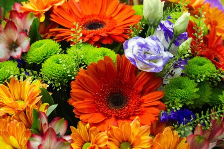 Photo pour A flower bouquet is a collection of flowers in a creative arrangement. Flower bouquets can be arranged for the decor of homes or public buildings, or may be handheld. - image libre de droit