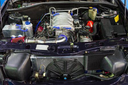 Photo pour Closeup of the old powerful car engine. Internal design of engine. - image libre de droit