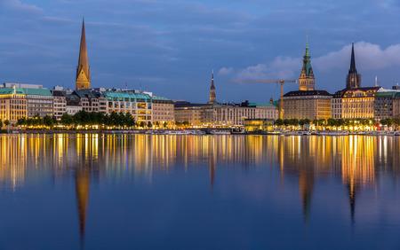 Hamburg city center over the lake