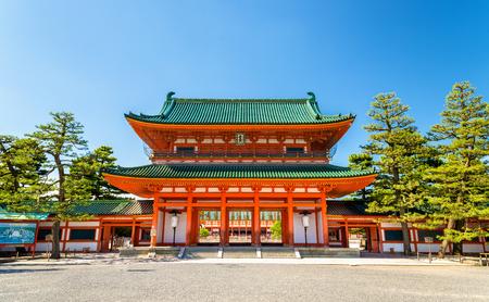 Photo pour Otenmon, the Main Gate of Heian Shrine in Kyoto - Japan - image libre de droit