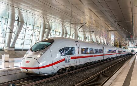 Photo pour ICE 3 high-speed train at Frankfurt Airport long-distance station. Germany - image libre de droit