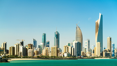 Photo pour Panorama of Kuwait City in the Persian Gulf - image libre de droit