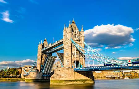 Photo pour Opened Tower Bridge across the Thames River in London - image libre de droit