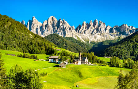 Photo pour Chruch at Santa Maddalena - the Dolomites, Italy - image libre de droit