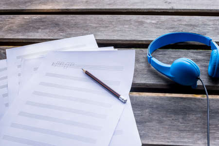Photo pour composing music note top view with hand writing coffee and blue - image libre de droit