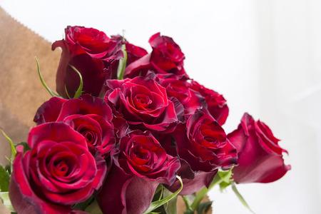 Photo pour bouquet of red roses, many flowers on a light background - image libre de droit