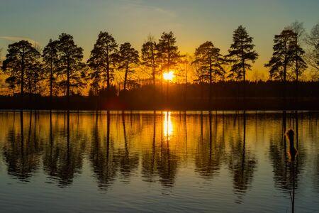 Photo pour Beautiful sunset on river Kymijoki in February, Finland. - image libre de droit