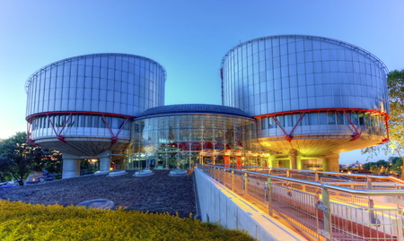 Photo pour European Court of Human Rights building in Strasbourg by night, France, HDR - image libre de droit