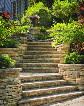 Photo pour Natural stone stairs landscaping in home garden - image libre de droit