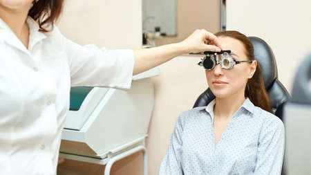 Foto de Eye ophthalmologist exam. Eyesight recovery. Astigmatism check concept. Ophthalmology diagmostic device. Beauty girl portrait in clinic. - Imagen libre de derechos