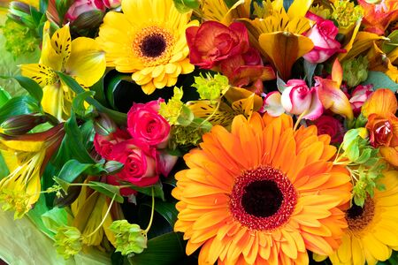 Photo pour Bright yellow and orange gerbera in a bouquet of flowers. Beautiful bouquet gift for the holiday. Flowering plants as a postcard. - image libre de droit