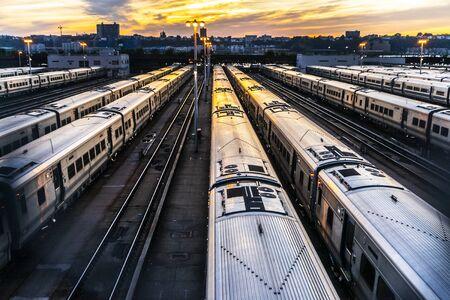 Photo pour Sunset in the railway - image libre de droit