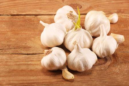 Foto für Garlic Cloves and Bulb on vintage wooden rustic table. - Lizenzfreies Bild