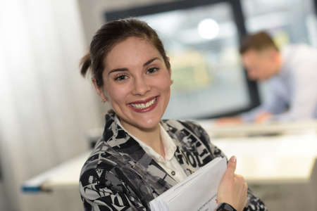 Photo pour Female worker is excited about her new job - image libre de droit