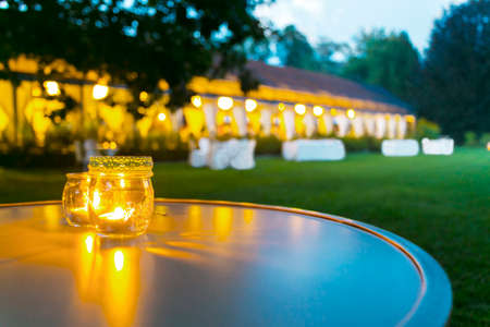 Foto de outdoor table setting at wedding reception - Imagen libre de derechos