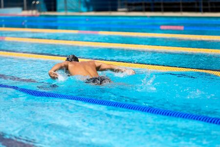Foto per Triathlon fitness athlete training swimming in the swimming pool. - Immagine Royalty Free