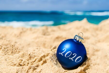 Photo pour 2020 Happy New Year  with ball on the tropical beach near ocean in Hawaii - image libre de droit