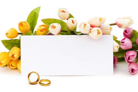 Foto de Wedding concept with roses and rings - Imagen libre de derechos