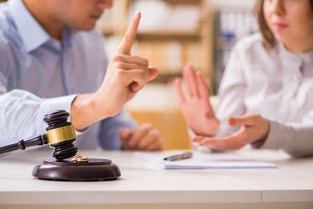 Photo pour Judge gavel deciding on marriage divorce - image libre de droit