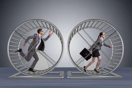 Photo pour Business concept with pair running on hamster wheel - image libre de droit