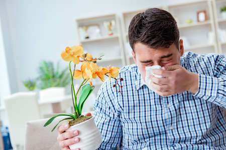 Photo pour Man suffering from allergy - medical concept - image libre de droit