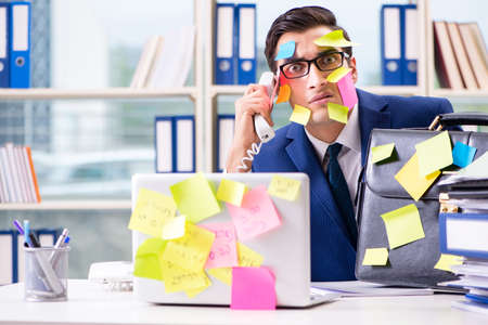 Photo pour Businessman with reminder notes in multitasking concept - image libre de droit