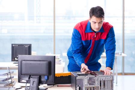 Photo pour Computer repairman specialist repairing computer desktop - image libre de droit