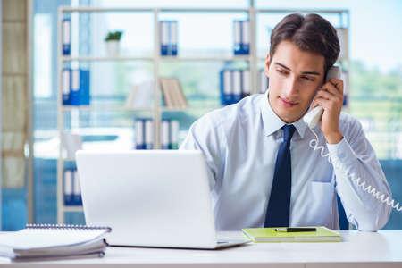 Photo pour Businessman employee talking on the office phone - image libre de droit