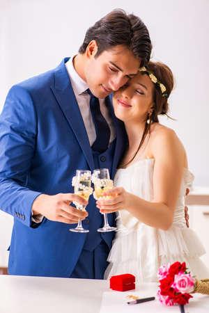 Foto de Wedding ceremony with wife and husband - Imagen libre de derechos