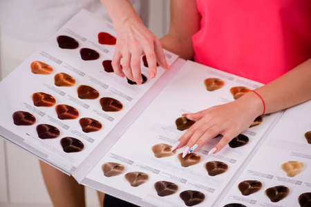 Foto per Customer choosing colour for her hair - Immagine Royalty Free