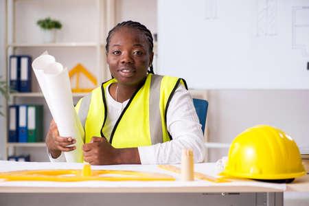 Foto de Young black architect working on project - Imagen libre de derechos